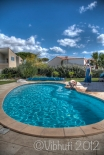 Phoebe sort de la piscine